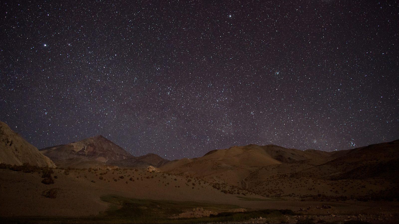 noche con luna en el campo basis cerca de la terma-5992